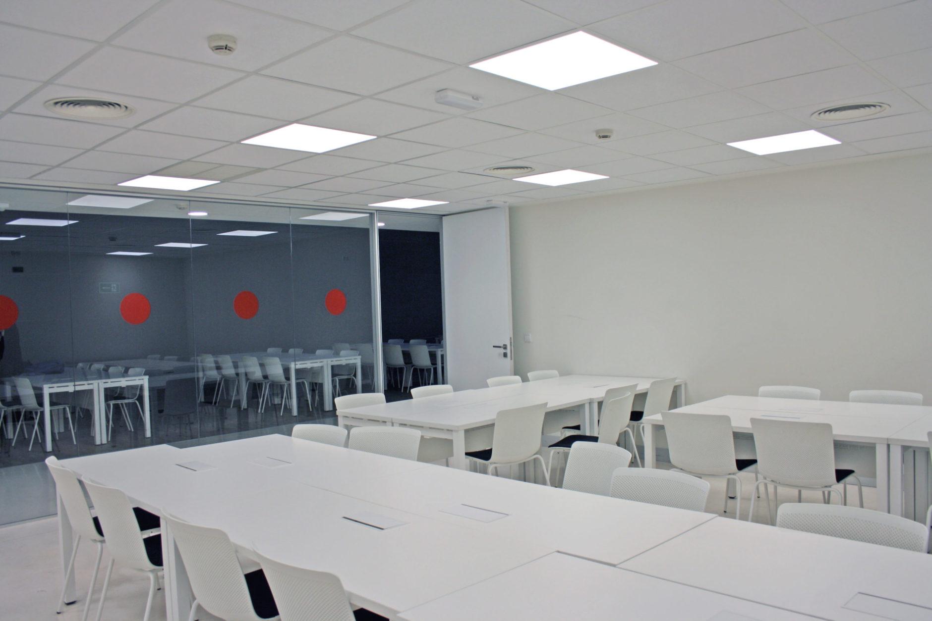 Sala formación aula alquiler Cartuja Center Sevilla