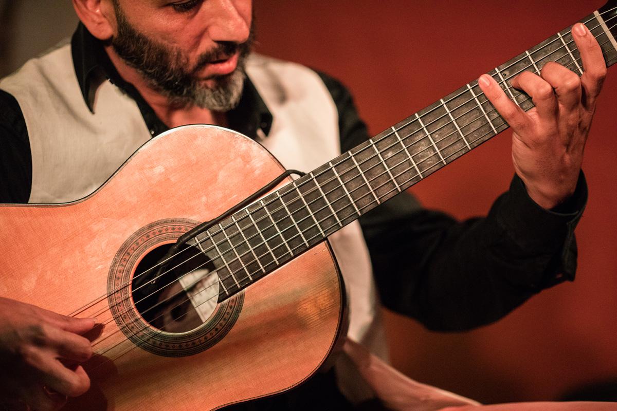 18 cuerdas - Estreno de guitarra 6